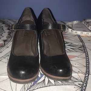 6 1/2M Korks by Kork Ease heeled black buckle shoe